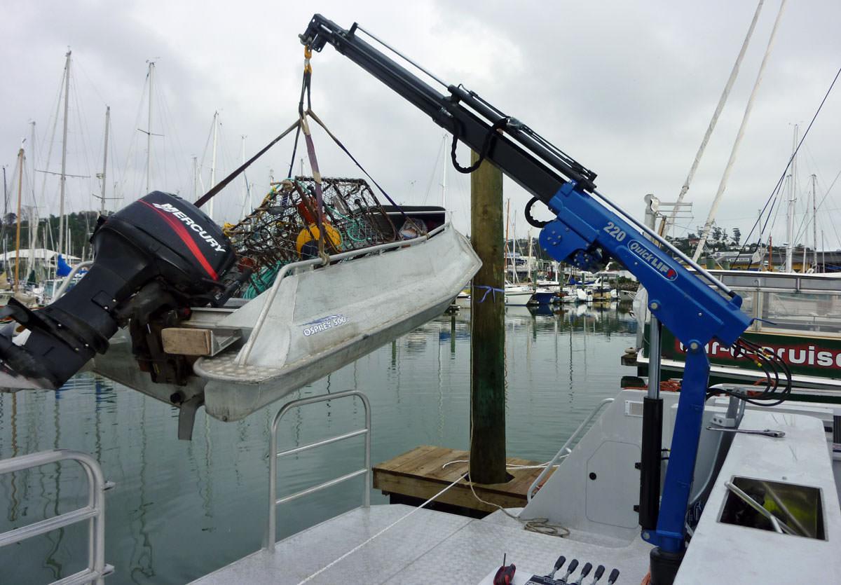 250-compact-crane-marine-boat-mount